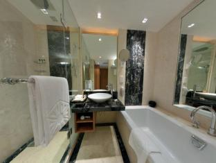Taj Club House Chennai - Executive Suite Bathroom