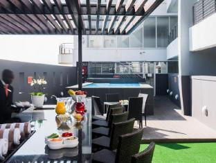 Genesis All-Suite Hotel Johannesburg - Pool Bar Area
