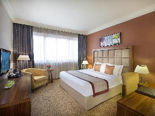 City Seasons Al Hamra Hotel guestroom junior suite