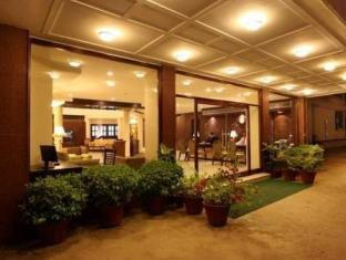 Hotel Clark Greens - Airport Hotel & Spa Resorts New Delhi and NCR - Entrance