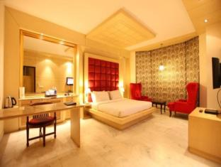 Hotel Clark Greens - Airport Hotel & Spa Resorts New Delhi and NCR - Guest Room