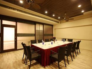 Hotel Clark Greens - Airport Hotel & Spa Resorts New Delhi and NCR - Meeting Room