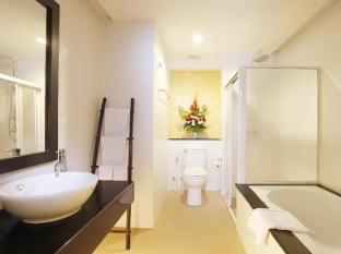 Palmyra Patong Resort Phuket - Grand Deluxe (Pool View) - Bathroom