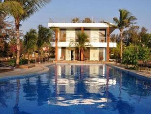 360° Beach Retreat North Goa - Exterior