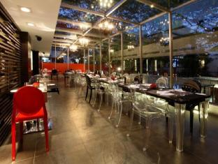 The Park Pod Hotel Chennai - Restaurant Glass Side