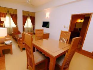M Suites Hotel Johor Bahru - 3 Bedroom Suites Dining Area