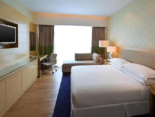 Four Points By Sheraton Kuching Hotel Kuching - Premier Suite - Bedroom