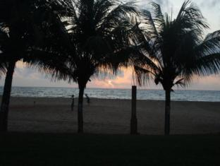 Paradise Beach Hotel Negombo - Sunset View From Beach