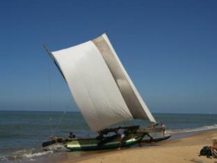 Paradise Beach Hotel Negombo - Catamarans