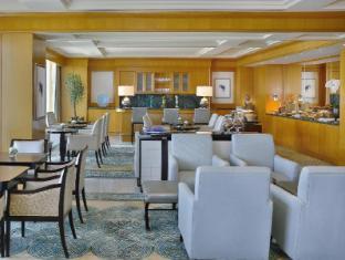 The Ritz Carlton Dubai International Financial Center Дубай - Вітальня представницького класу