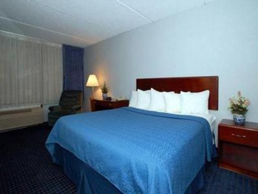 Quality Inn Finger Lakes Region hotel accepts paypal in Newark (NY)