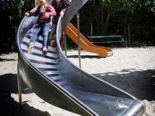 Richmond Hotel Copenhagen - Playground - Park next to Richmond