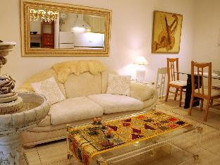 Art-flat with swimming pool in the city centre