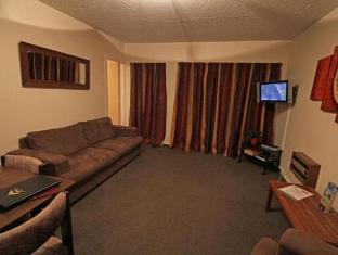 Avalon Court Accommodation Christchurch - Family Unit Lounge Area