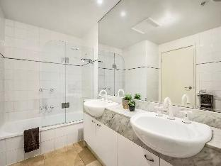 Review 3 Bedroom Inner City Penthouse Apartment Suitable for Large Groups Melbourne AU