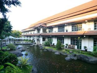 Hotel Merdeka Kediri Kediri - Balkon/Teras