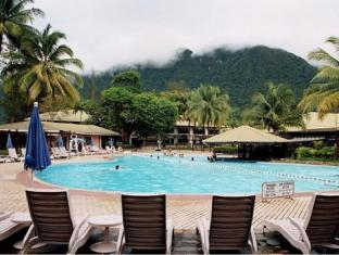 Damai Beach Resort Kuching - Piscină