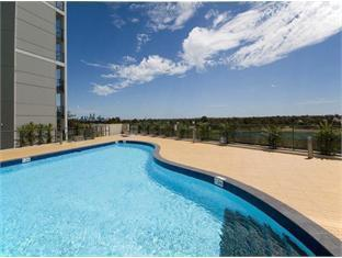 Swan Riverside Luxury Apartment Perth - outdoor heated pool
