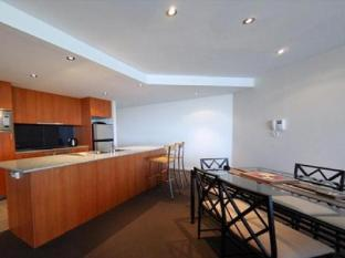 Swan Riverside Luxury Apartment Perth - kitchen/dining area