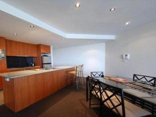 Swan Riverside Luxury Apartment Perth - kitchen/dining