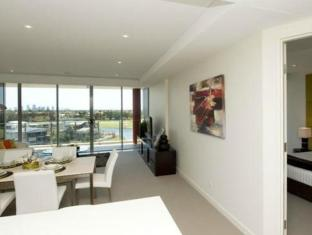 Signature Waterfront Apartments Gold Coast - Guest Room