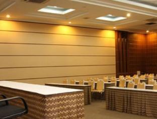 Riyadi Palace Hotel Solo (Surakarta) - Ballroom