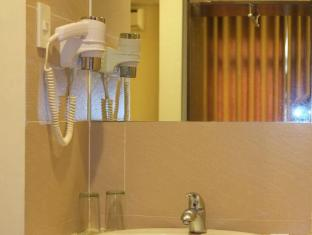 The Ritz Hotel at Garden Oases Davao City - Bathroom