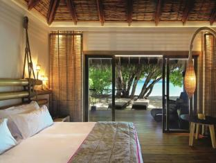 Constance Moofushi Maldives Islands - Beach Villa - Bedroom