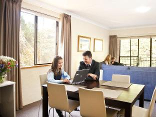 cheap rates Oxley Court Serviced Apartments