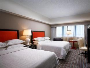 Sheraton Gateway Los Angeles Hotel guestroom junior suite