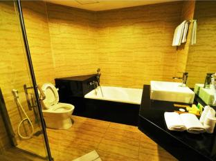 Hermes Palace Hotel Medan – Managed by Bencoolen Medan - Bathroom