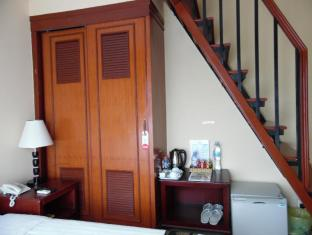 Silver River Hotel Phnom Penh - Family Room with Balcony
