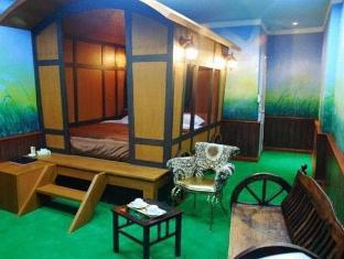 The Adventure Hotel guestroom junior suite