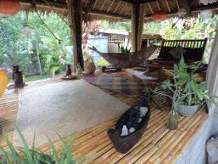 Alumbung Tropical Living Bohol - Foyer