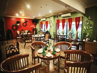 Hotel Budi Palembang - Extensive choice of delicious dish in Kopitiam Restaurant | Bali Hotels and Resorts