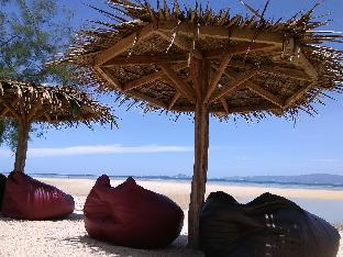 SeaEsta Beach