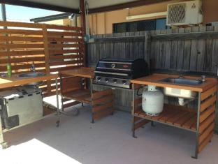 Bluewater Harbour Motel Whitsundays - BBQ Area - Utensils Provided