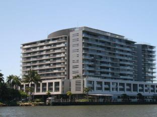 Cairns Luxury Apartments – Harbourlights Complex