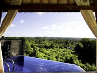 Jimbaran Cliffs Private Hotel & Spa Bali - Common pool and day bed