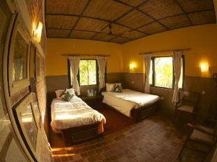 Maruni Sanctuary Lodge Chitwan National Park - Superior long house room