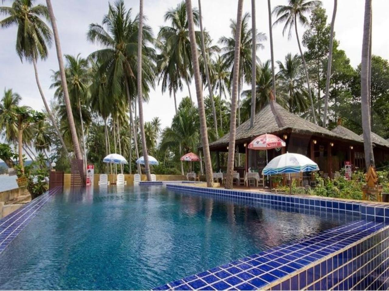 ลิปา เบย์ รีสอร์ท (Lipa Bay Resort)