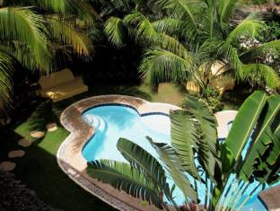 Charts Resort & Art Cafe Bohol - Swimming Pool