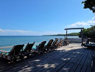 Bohol Bee Farm Hotel Panglao Island - Sun Bathing and Lounging Area