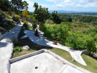 Bohol Vantage Resort Bohol - Minigolf in the hotel garden