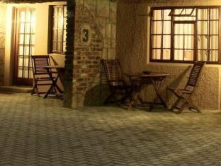 Treetops Guesthouse Port Elizabeth - Room Patio Area at Night