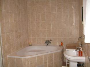 Treetops Guesthouse Port Elizabeth - Bath and Basin