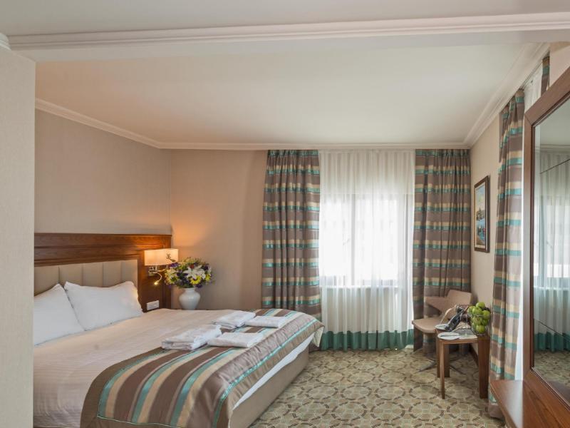 photo bekdas hotel deluxe istanbul interior entrance