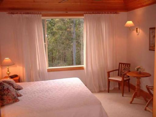 Kemeys Mountain Hideaway hotel accepts paypal in Central Coast