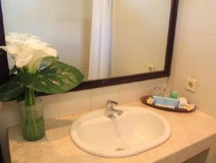 Puri Dalem Sanur Hotel Bali - Kylpyhuone