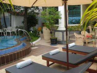 Lotus Luxury Villa Phnom Penh - Swimming Pool